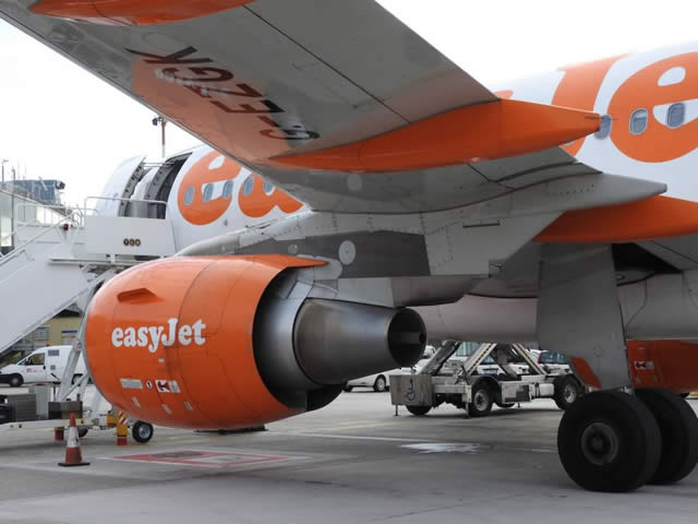 Engine view ... EasyJet Airbus A319
