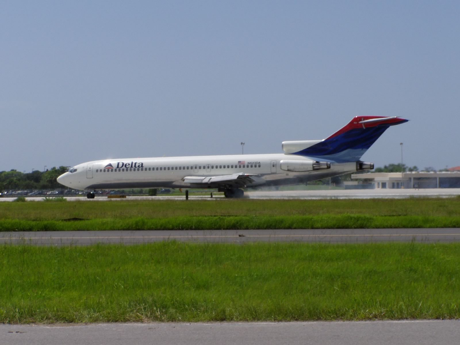 Boeing 727 in Delta Air Lines livery